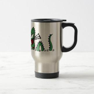 Monstre drôle de Loch Ness jouant des cornemuses Mug De Voyage