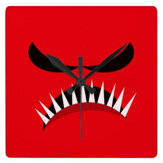 Monstre fâché avec les yeux mauvais et les dents horloge carrée
