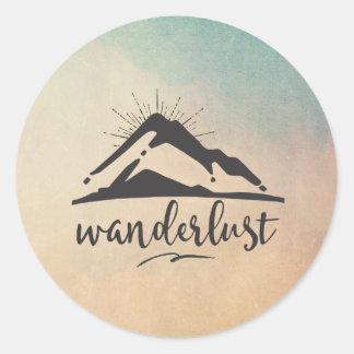 Montagne avec des Sunrays - typographie d'envie de Sticker Rond
