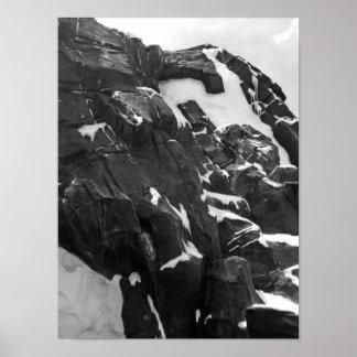 Montagne noire et blanche de Milou Posters