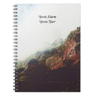 Montagnes brumeuses, scène de détente de paysage carnet