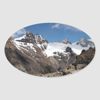 Montagnes de parc national de glacier, Argentine 2 Sticker Ovale