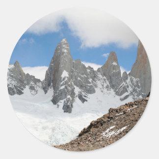 Montagnes de parc national de glacier, Argentine Sticker Rond