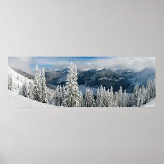 Montagnes en hiver posters