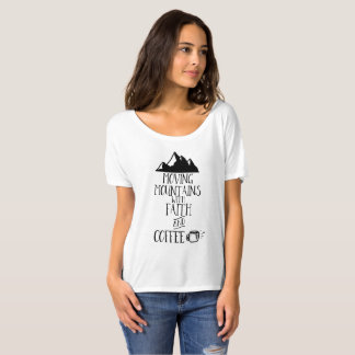 Montagnes mobiles avec la foi et le café t-shirt