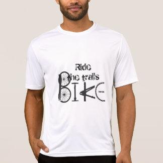Montez le graffiti de queues des pièces de vélo t-shirt