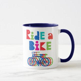 Montez un vélo peu précis - tasse