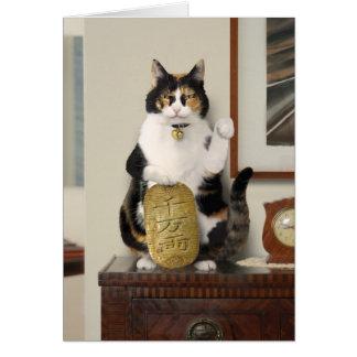 Montrant le chat du doigt - carte de bonne chance