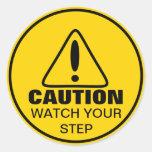 Montre de signe de précaution votre étape autocollant rond