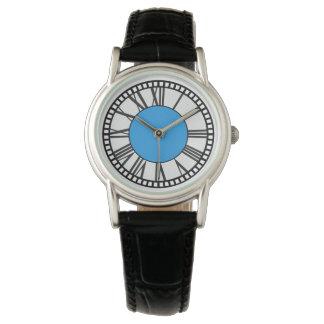 Montre d'horloge de base d'église en assemblée de