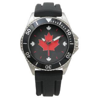 Montre Feuille d'érable canadienne sur le noir