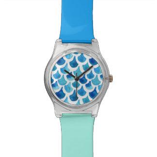 Montre Motif bleu d'échelle d'aquarelle