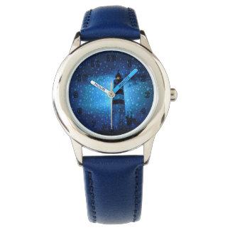 Montre Phare bleu par nuit avec des gouttes de pluie