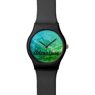 Montre verte de montagnes d'été montres