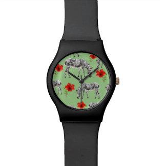 Montre Zèbres parmi des fleurs de ketmie