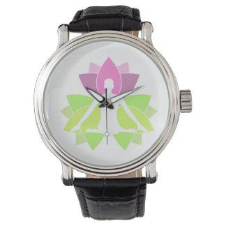 Montres Bracelet Une méditation de personne en nature