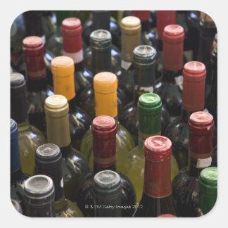 montrez les bouteilles de vin des FO sur le Sticker Carré