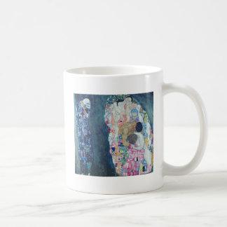 Mort et vie, c.1911 (huile sur la toile) mug