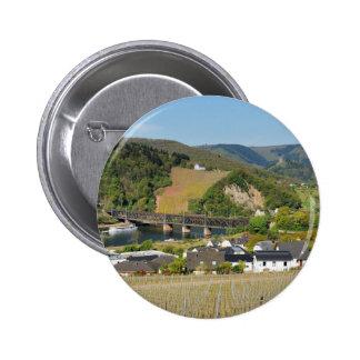 Moselle-pont avec des Bullay Pin's