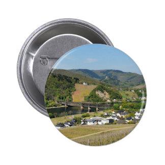 Moselle-vallée avec des Bullay Pin's