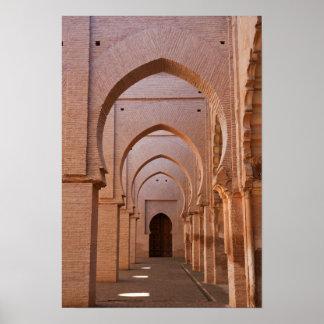 Mosquée ruinée et en partie reconstituée du now du affiche