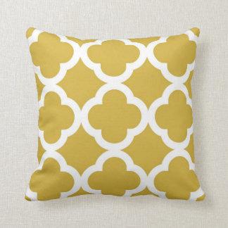 Motif à la mode de trèfle dans la moutarde et le coussin décoratif