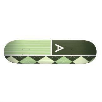 Motif à motifs de losanges foncé et vert clair skateboard