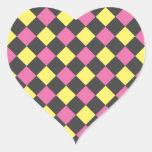 Motif à motifs de losanges jaune rose sur le noir autocollants en cœur