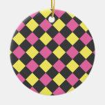 Motif à motifs de losanges jaune rose sur le noir ornements de noël