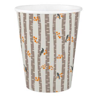 Motif avec des arbres et des oiseaux d'automne gobelets en papier