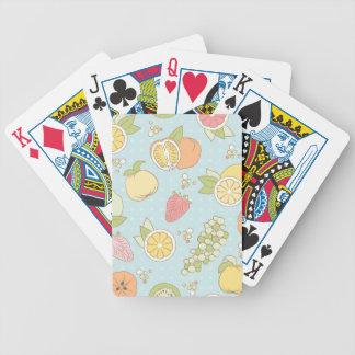 Motif avec des fruits et des baies cartes à jouer