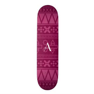 Motif aztèque pourpre de prune de monogramme skateboards personnalisables