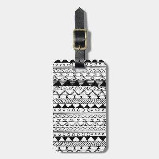 Motif aztèque tiré par la main blanc noir original étiquette pour bagages
