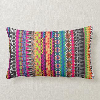Motif aztèque tribal coloré coussin