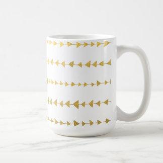 Motif blanc de flèches de feuille d'or de Faux Mug