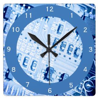 Motif bleu de carte mère d'ordinateur horloge carrée