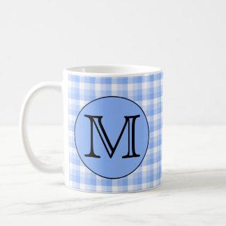 Motif bleu de contrôle de monogramme. Lettre faite Mug