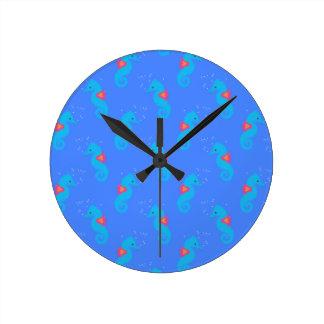 Motif bleu d'hippocampe horloge ronde