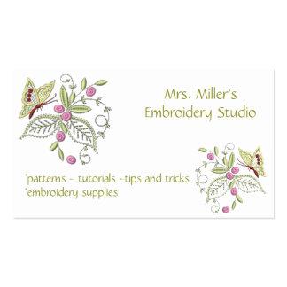 Motif brodé de broderie de papillon de fleurs carte de visite standard