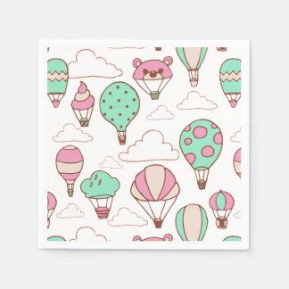 Motif chaud mignon de ballons à air serviettes jetables