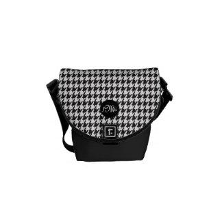 Motif classique de pied-de-poule en noir et blanc besaces