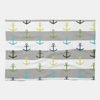 Motif coloré d'ancre sur l'arrière - plan rayé serviette pour les mains