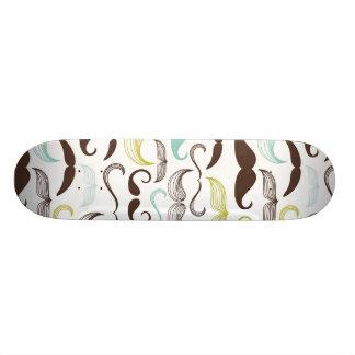 Motif coloré drôle pour des amants de moustache skateboards personnalisables