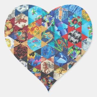 Motif coloré multi d'arts sticker cœur