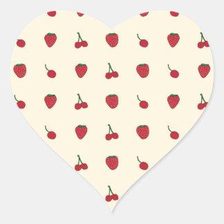 Motif de cerises et de fraises sticker cœur