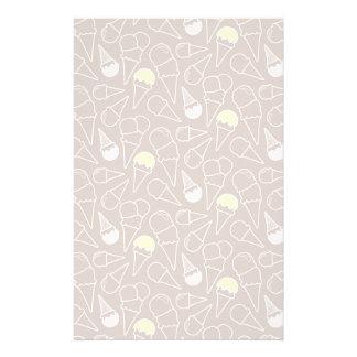 Motif de cornet de crème glacée sur Brown Papier À Lettre Personnalisable