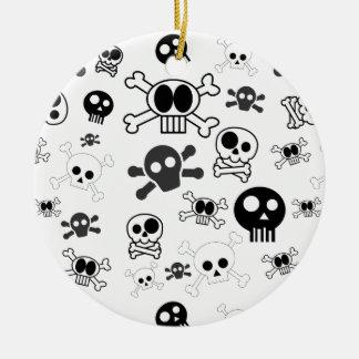 Motif de crâne de bande dessinée de Halloween dans Ornement Rond En Céramique