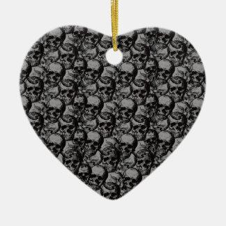 Motif de crânes ornement cœur en céramique