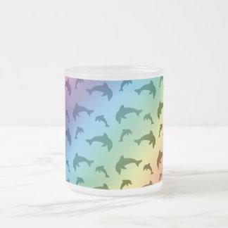 Motif de dauphin d'arc-en-ciel tasse givré