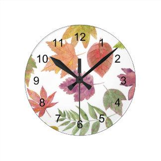 Motif de feuille de chute d'aquarelle, feuille horloge ronde